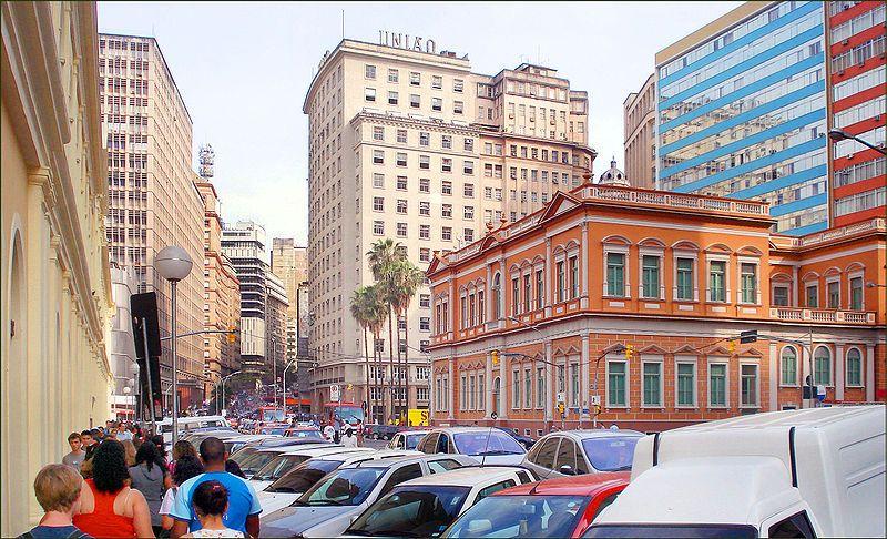 A capital do Rio Grande do Sul comemora 240 anos hoje. A arquitetura da cidade é uma verdadeira obra de arte, que mistura estilos antigos e modernos. Parabéns, Porto Alegre!