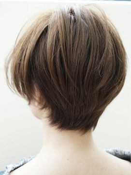 バックスタイルが綺麗に見えるショートスタイル Afloat D Lのヘア