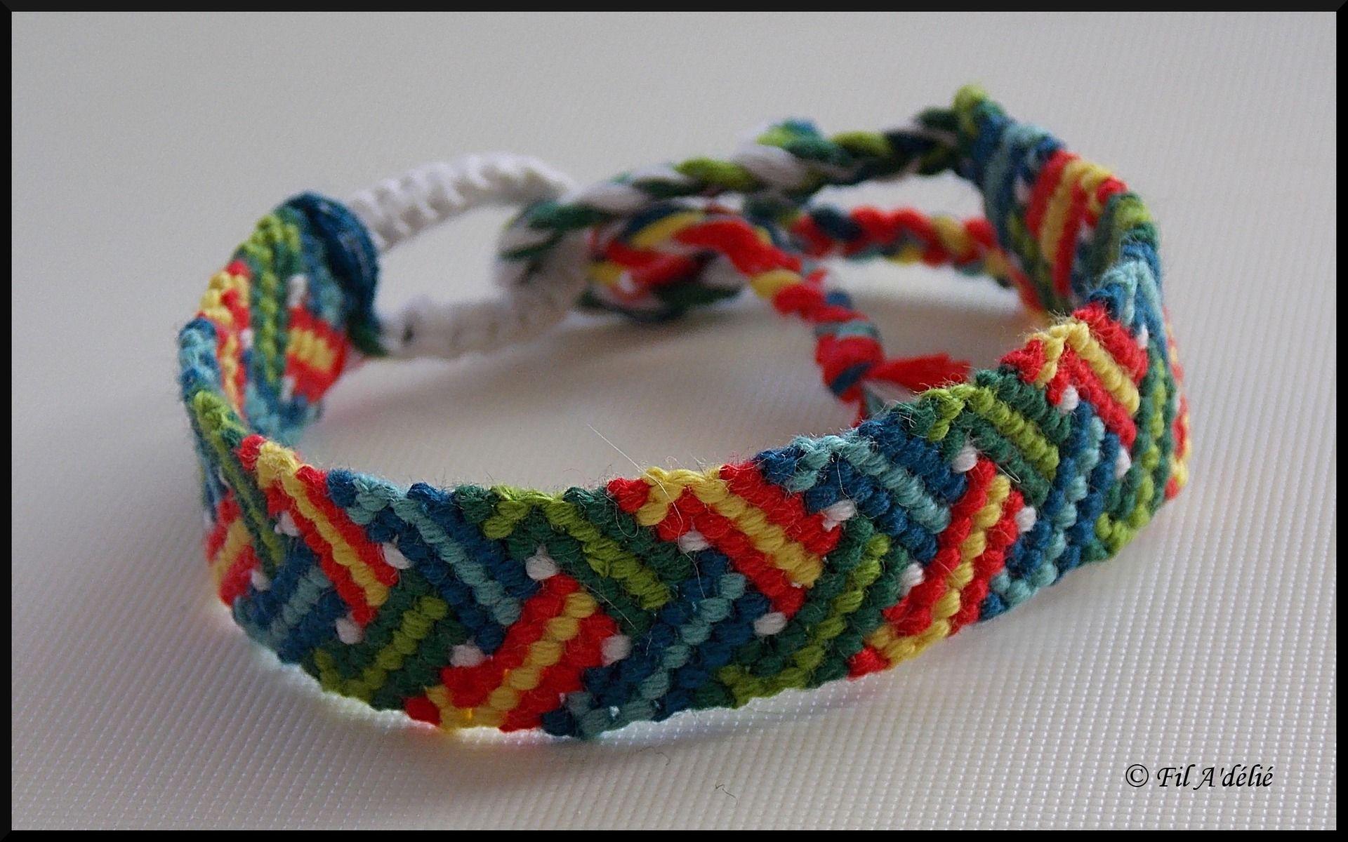 Bracelet brésilien zigzag entrelacé multicolore : http://filadelie.alittlemarket.com