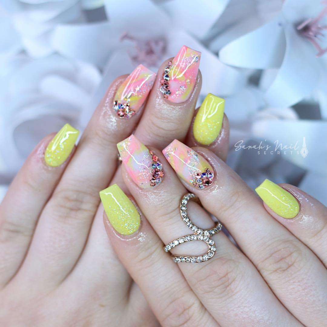 "NAIL ARTIST & YOUTUBER en Instagram: ""Peach and yellow 😍 @glamandglitsnails Karen, first bloom, stripped & crystalinna @crystalprincess._ crystals #nailpro #manicuresvideos…"""