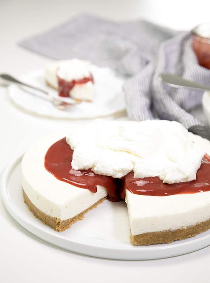 The Easiest No Bake Cheesecake Recipe With Gelatin And Sour Cream In 2020 Easy No Bake Cheesecake Cheesecake Recipes Baked Cheesecake Recipe