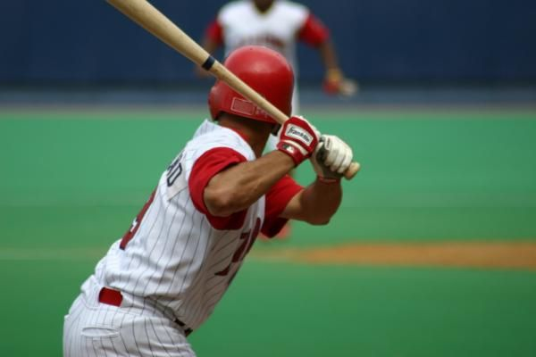 Science Says The Bigger Your Bench The Better Your Bat Speed Bat Speed Baseball Sports