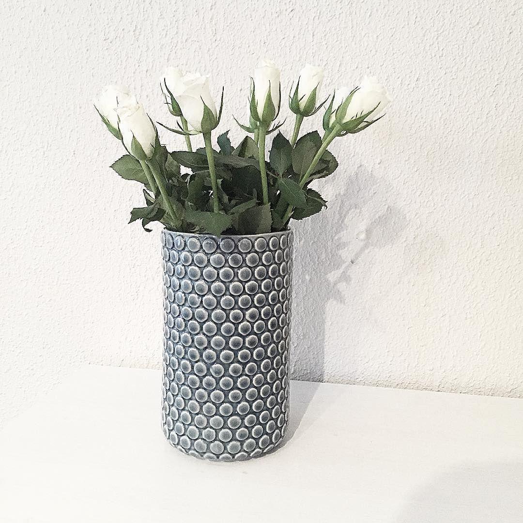 Hei hå! Har frisket opp leiligheten med noen hvite roser fin lørdag til dere  by inteerior260