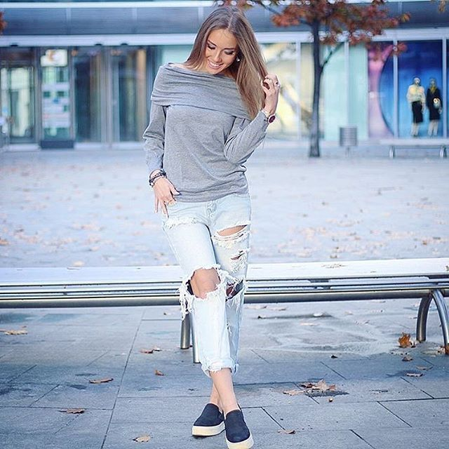 Pretty @nala_style in this grey boat-neck off-shoulder sweatshirt love this sty... Could I buy this? I love it! #outfit #Ootd #fashion #style #howtochic
