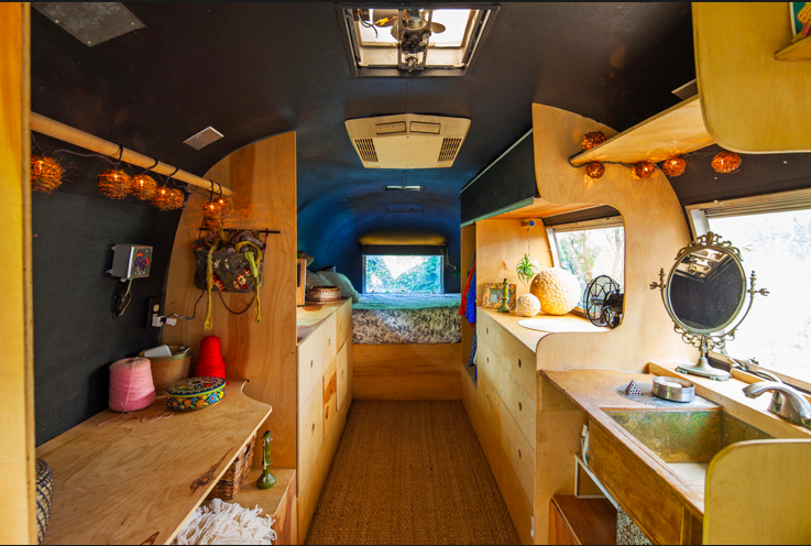 Living in an airstream camping car caravane et la fabrique for Interieur camping car