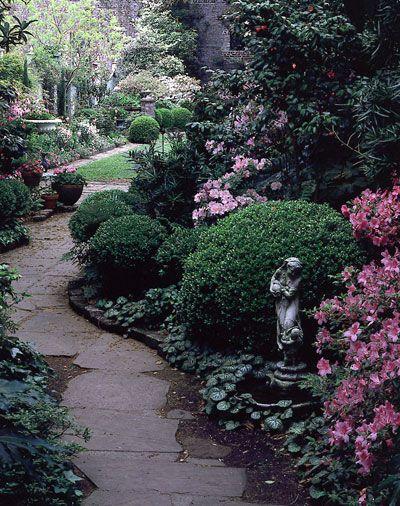 Inspiration Charleston Style Live In Full Color Charleston Gardens Beautiful Gardens Landscape Design