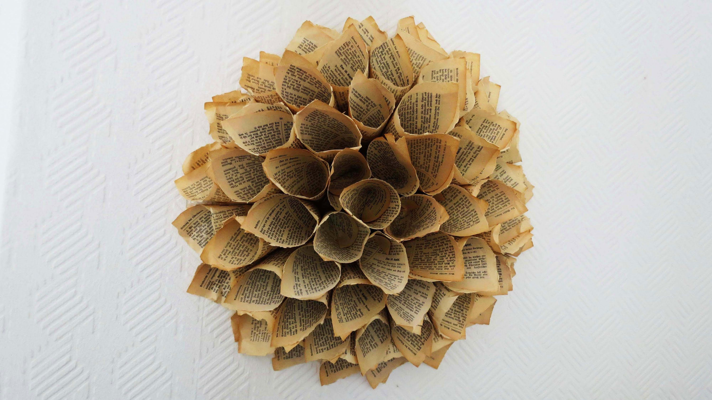 papierkranz aus buchseiten paper dahlia wreath anleitung bookfolding alte b cher. Black Bedroom Furniture Sets. Home Design Ideas