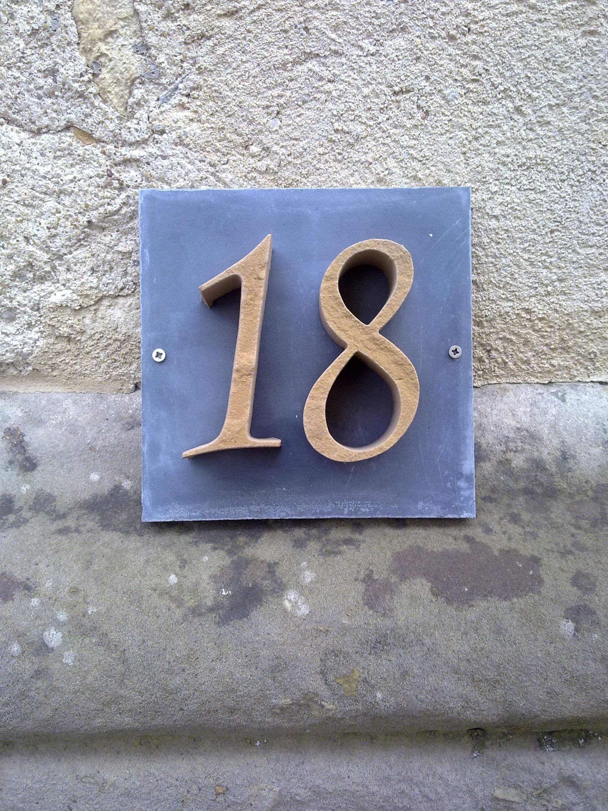 Hausnummer aus Sandstein viele Farben möglich passend zu jedem