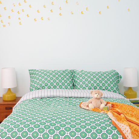 Modern and graphic, this bedding makes a statement. Gorgeous print suits any style nursery.