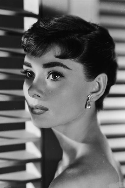 Photo of 30 photos by Audrey Hepburn that embody the old school film star Glamor