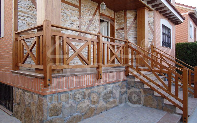 Vallas de madera barandillas de madera para jard n y piscina madera en 2019 madera - Barandilla de madera exterior ...