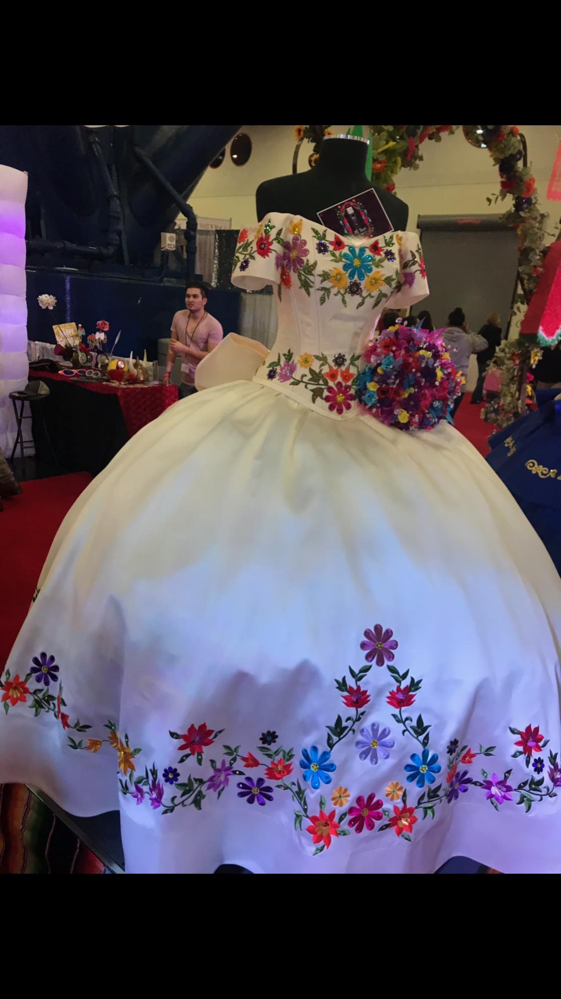 0a8828c30 La glitter dress Mexican Quinceanera Dresses, Quince Dresses Mexican,  Quinceanera Ideas, Mexican Fashion