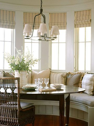 Bay Window Dining Area W Built In Seating Lots Of Cushions Cane Back Chairs Roman Blinds Cozy Kitchen Bay Window Window Seat Kitchen House Interior