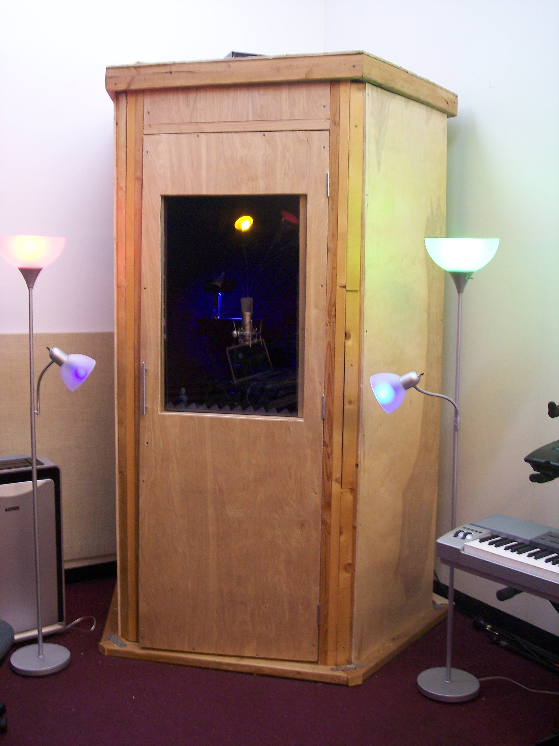 Diy home studio recording booth ideas home studio for Studio closet design