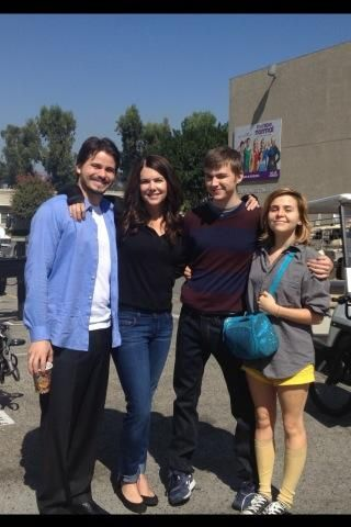 Picture perfect family photo tweeted by Mae Whitman
