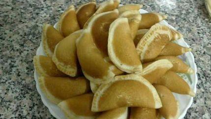 طريقة عمل القطايف بالقشطة Lebanese Desserts Desserts Eat Dessert