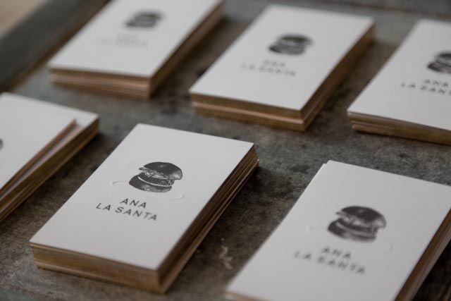 Ana la Santa, Sandra Tarruella Interioristas. Diseño Gráfico Run Design.