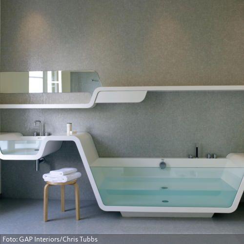 f r k nstler wand und fu boden bestehen aus kleinen hellgrauen mosaiksteinchen waschbecken und. Black Bedroom Furniture Sets. Home Design Ideas