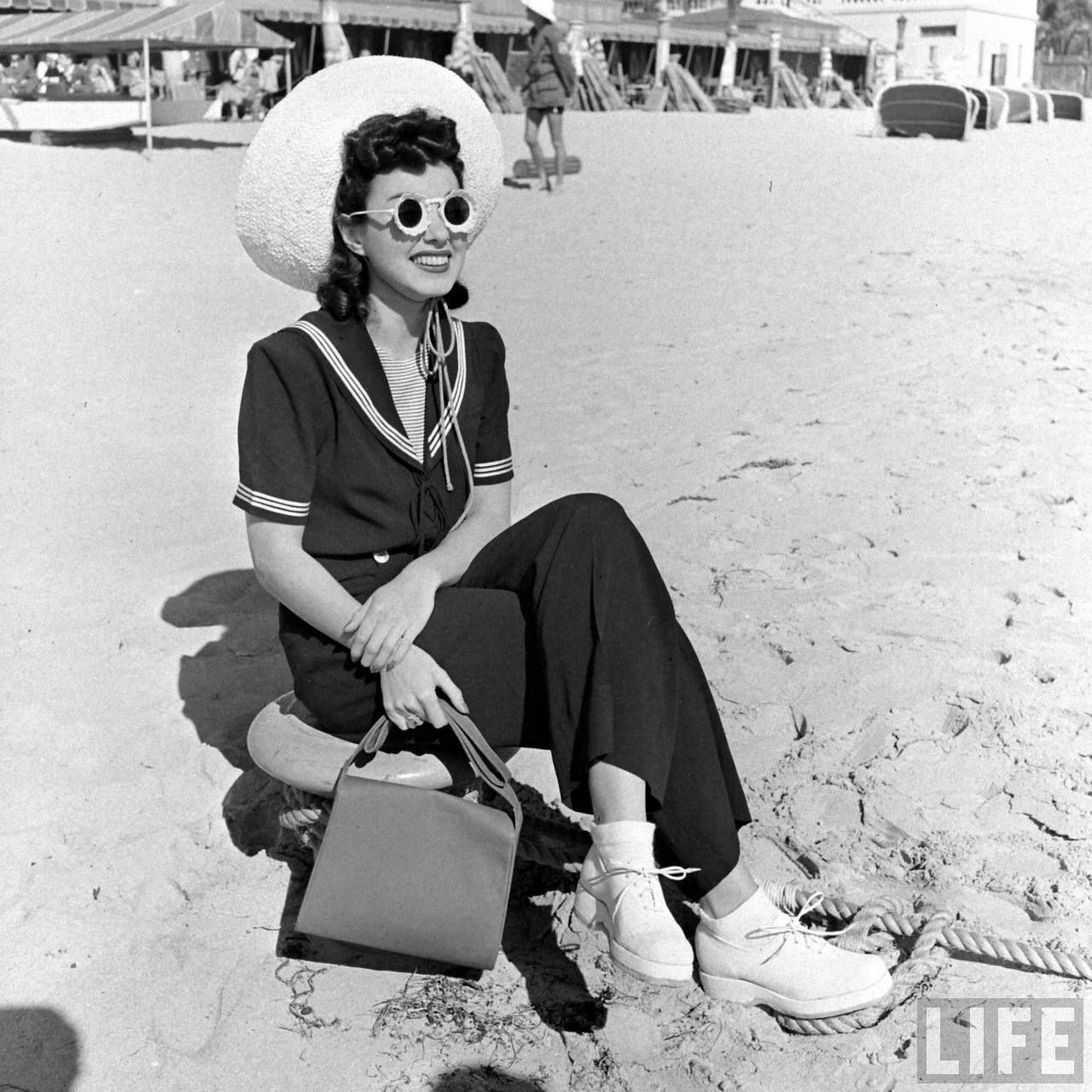 Summer in Miami. #1940s .. Photo by Alfred Eisenstaedt.