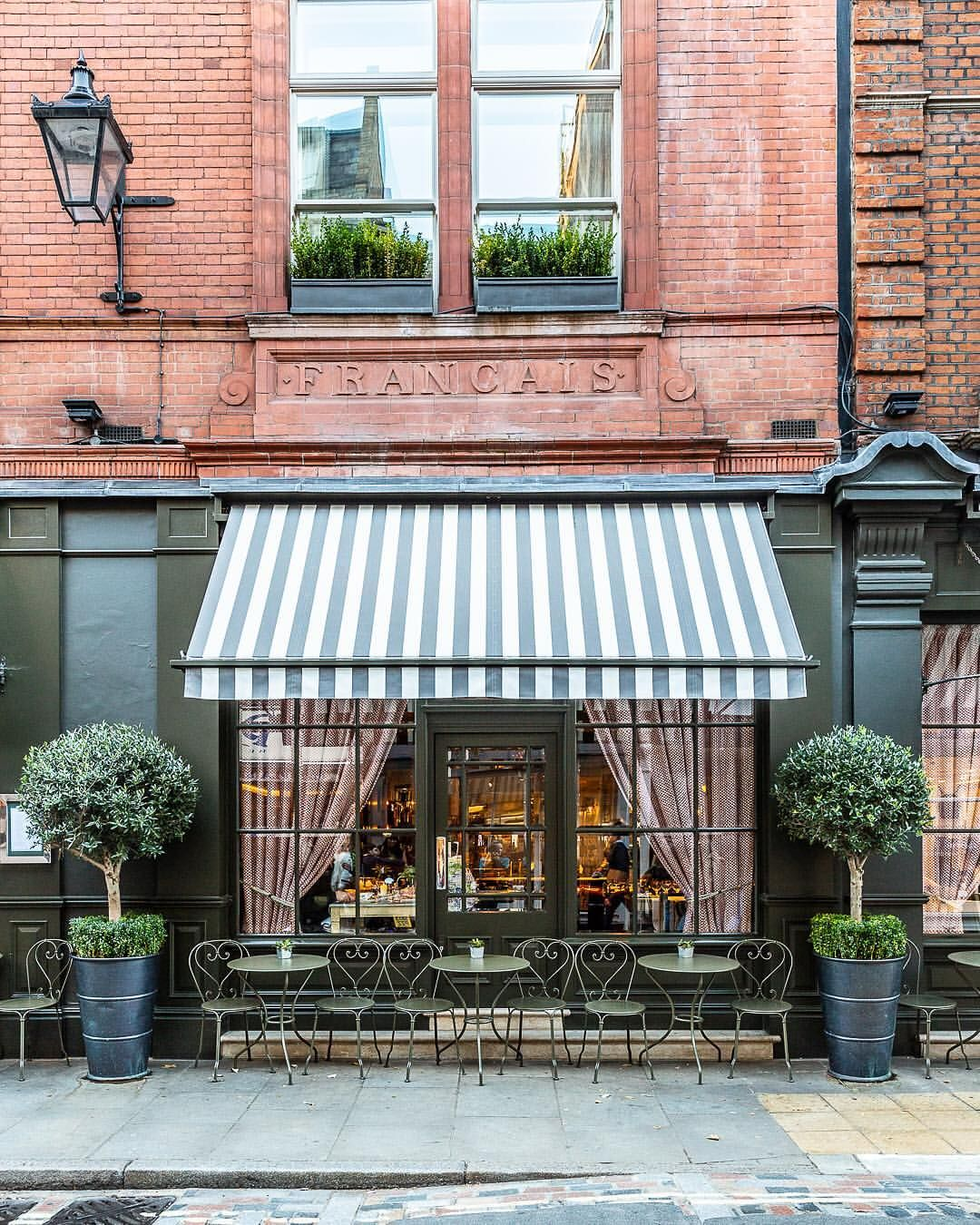 A Striped Awning On A Restaurant Facade In London S Covent Garden This Part Of The City Has Great Places To E Porch Cafe Restaurant Facade Restaurant Exterior