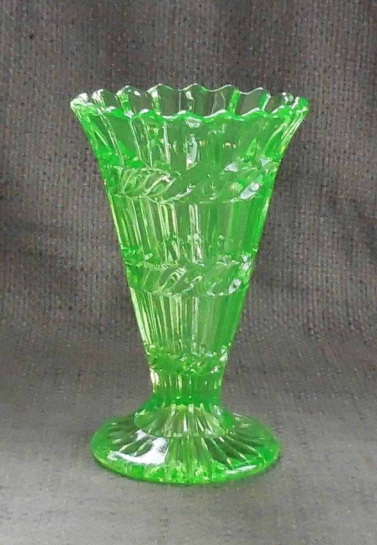 Stunning uranium glass antique vaseessed neon green glass stunning uranium glass antique vaseessed neon green glass decorative flower holder reviewsmspy