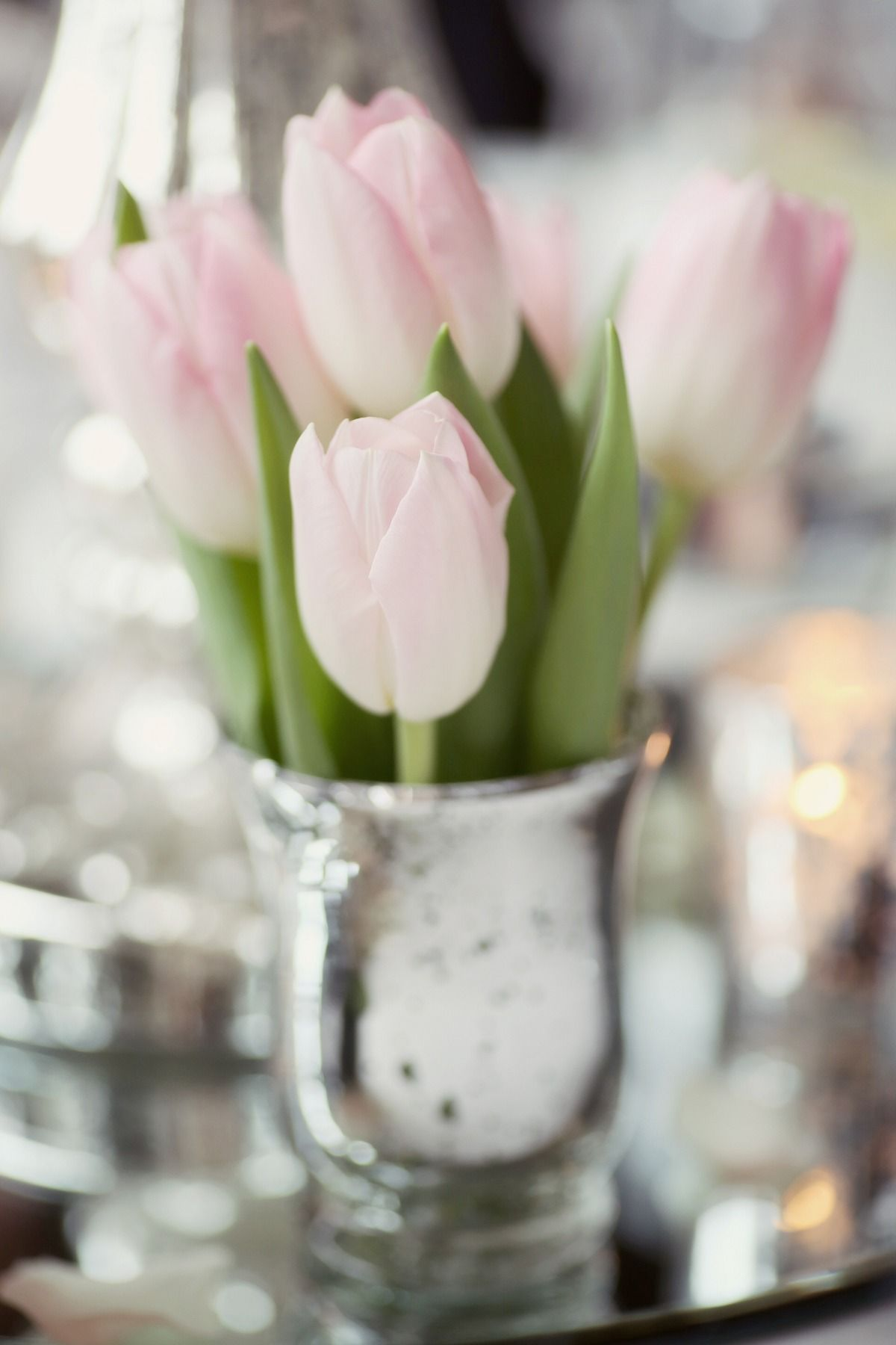 Blush pink tulips centerpiece Photography: Craig & Eva Sanders Photography #lescapeglobal