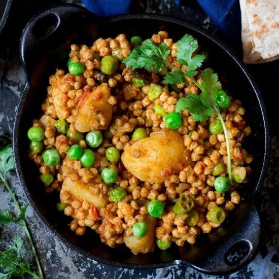 Healthy soya granules along with potato and peas make this masala a decadent one.