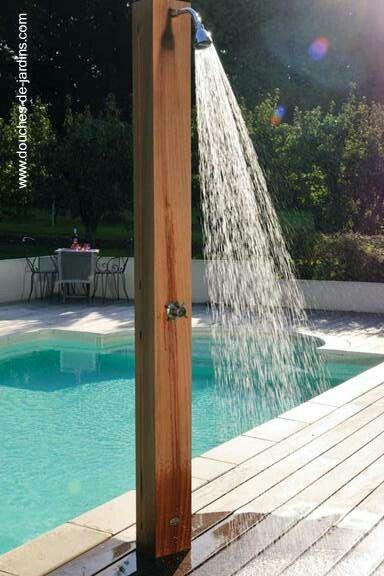 Este es un estilo de ducha q serviria para la area de la piscina ...