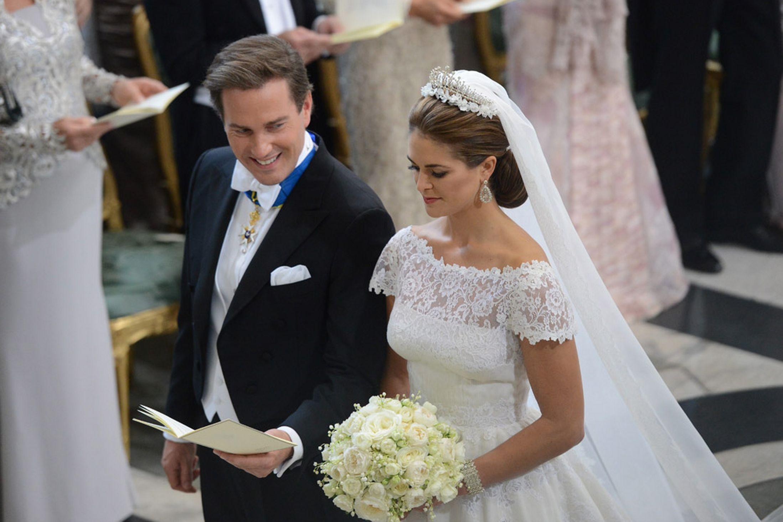 Fairytale Royal Wedding For Sweden S Princess Madeleine As She Marries British Born Financier Chris O Neill White Wedding Dresses Wedding Dresses Princess Madeleine [ 1463 x 2197 Pixel ]