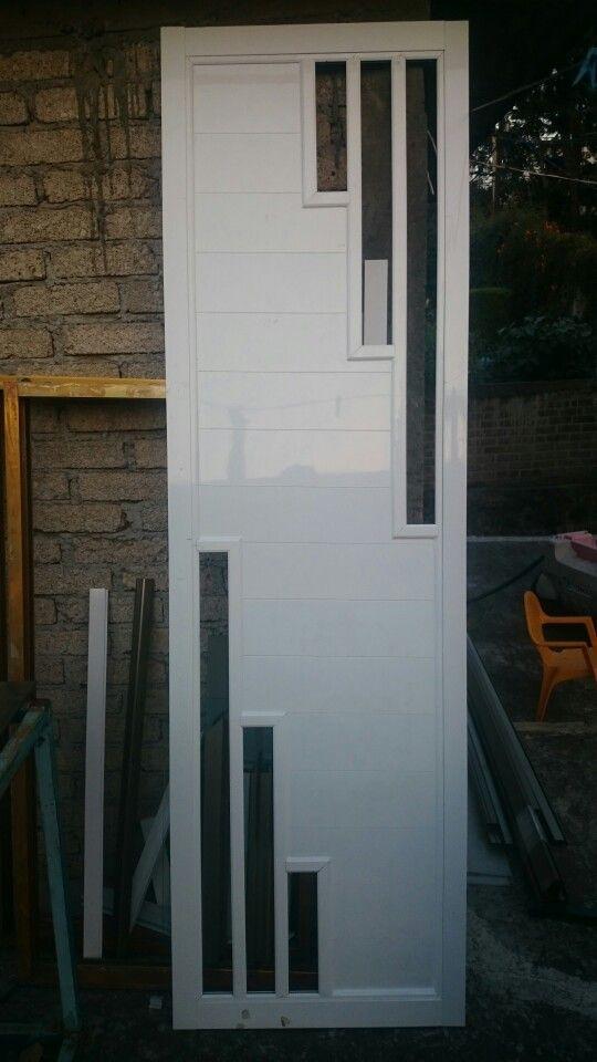 En proceso,puerta para baño en aluminio con duela e intermedio
