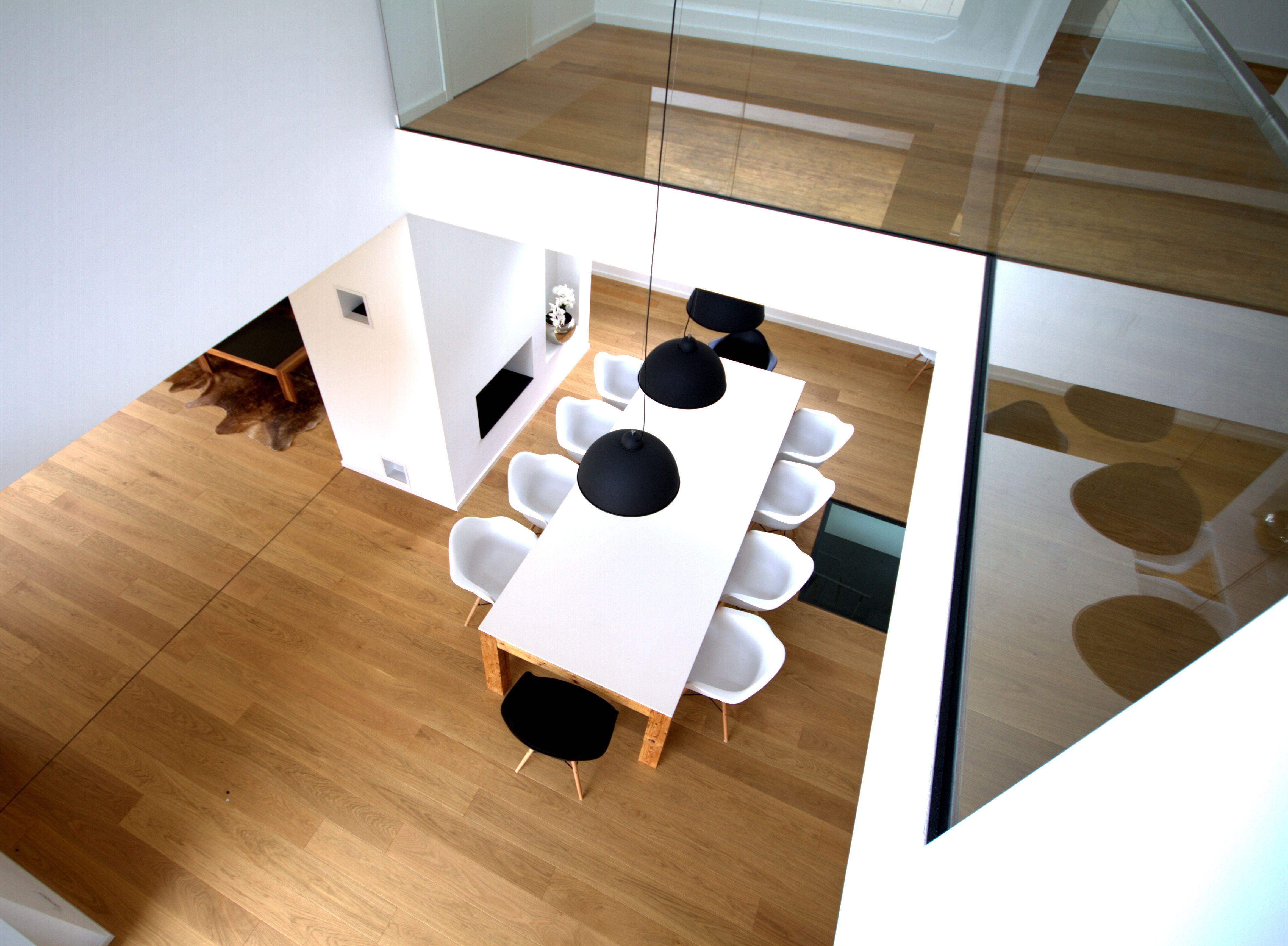 Esstisch Parkett Inkl Begehbarer Glasboden Galerie Inkl Glasgelander Und Couchtisch Aus Nussbaum Massivholz Innenausbau Glasboden Wohnen Und Leben