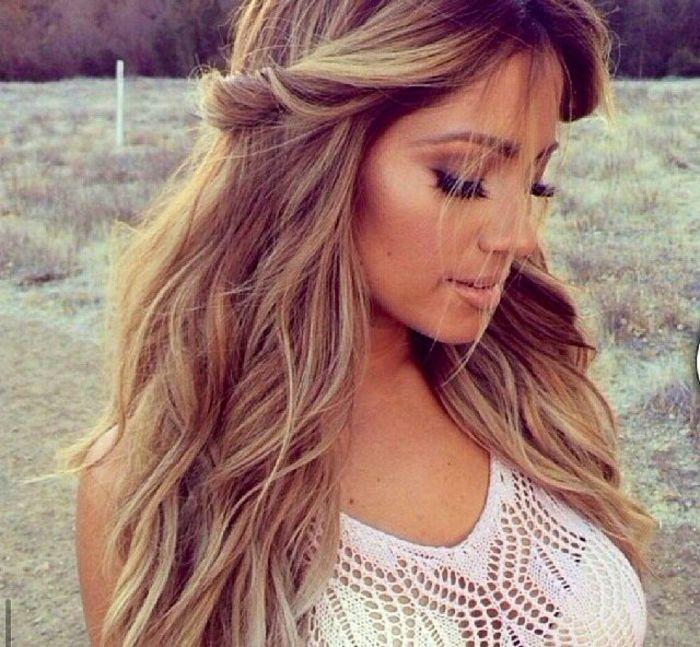 La couleur de cheveux caramel de nouveau à la mode