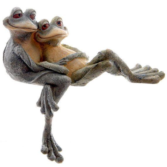 Cute Long Legged Cuddling Frogs Couple Self Sitter Garden Ornament  Decoration