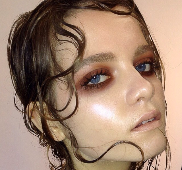 Wet Pieces Of Hair Places In Curls On The Face Dewey Makeup Editorial Makeup Artistry Makeup Wet Look Hair
