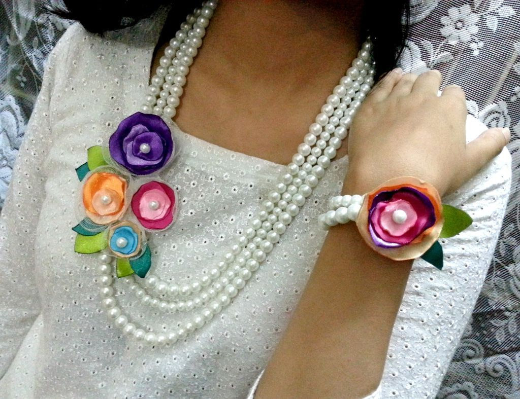 DIY Flower and Pearl Necklace Fabric flower necklace