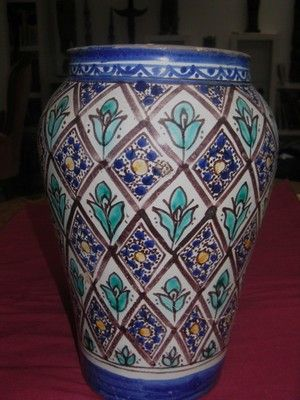 Jobbana à décor floral datant du XXême siècle en provenance de Fès (Maroc), pièce cassée et recollée, 29 cm, 80 €