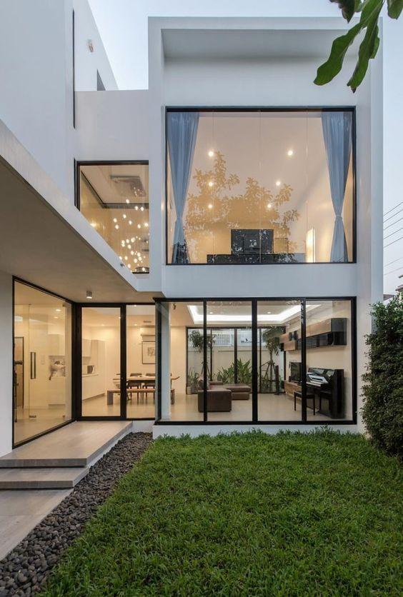Ventanas modernas con vidrio templado s arquitectura for Ventanas para fachadas de casas modernas