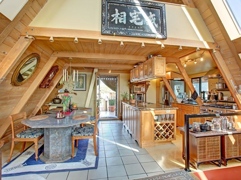A floating home in CA. It looks like a small bar from this view. No ...