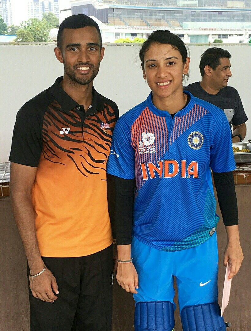 a7c0e61f707 Smriti Mandhana cute with fan #SmritiMandhana | Sports-Female ...