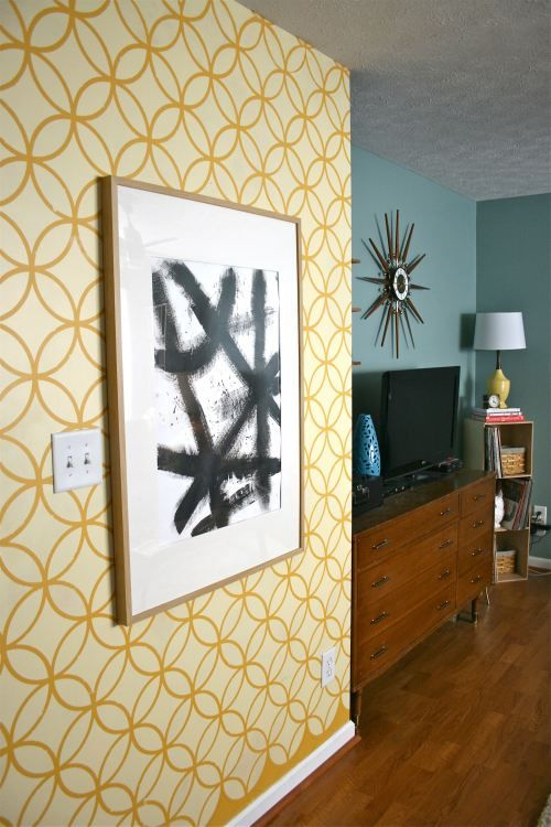 Endless Circle Lattice wall stencil from Royal Design Studio. via Breathe Magazine | How to stencil a feature wall | DIY