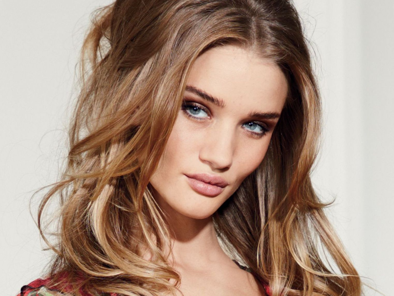 Caramel Hair Color Ideas Best Hair Color For Brown Green Eyes Check More At Http Www Fitnurset Hair Pale Skin Hair Colour For Green Eyes Hair Color Caramel
