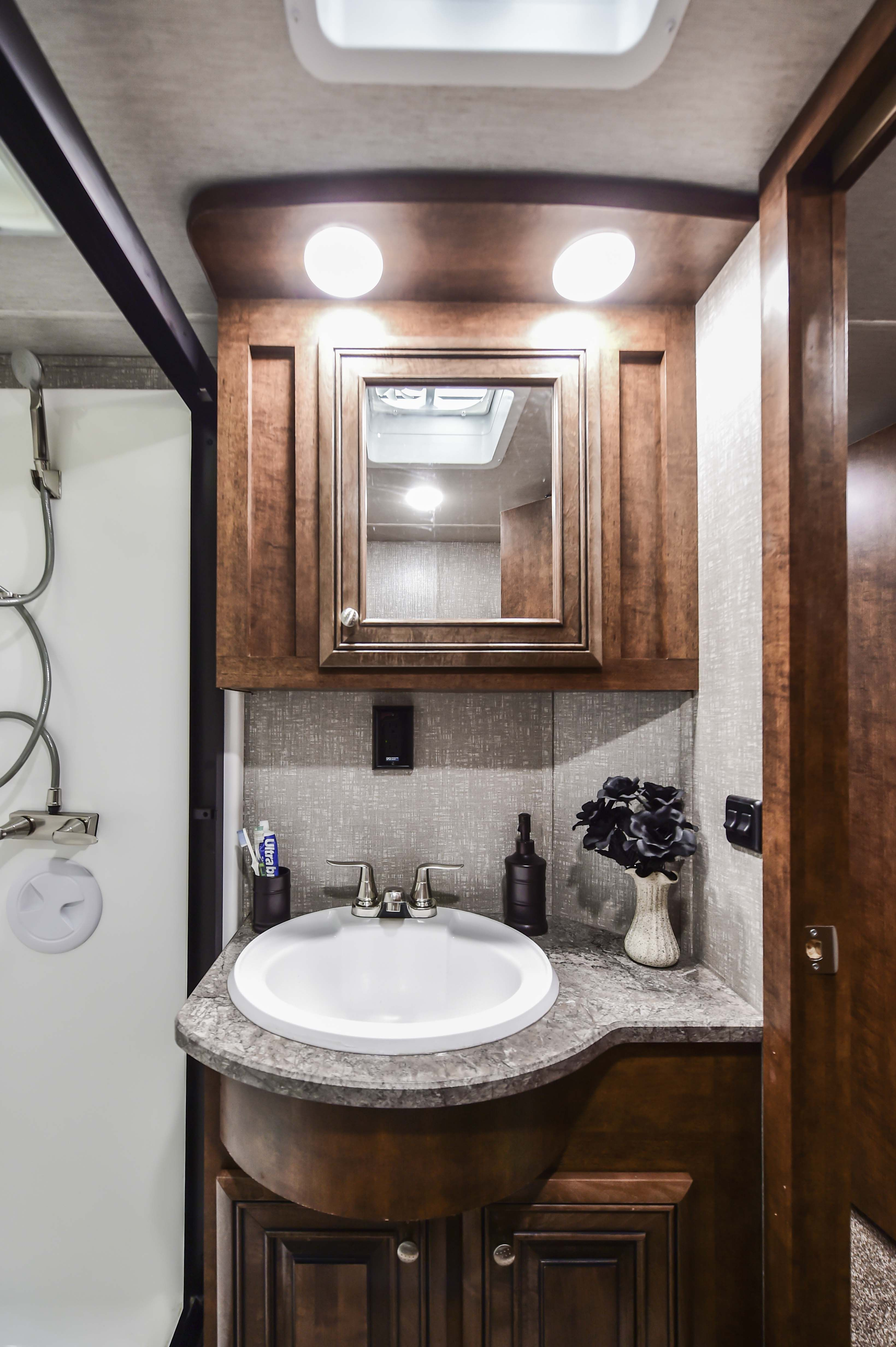 Bighorn Traveler 39 Mb Fifth Wheel Bathroom Vanity Bathroom Vanity Lighting Bathroom Design