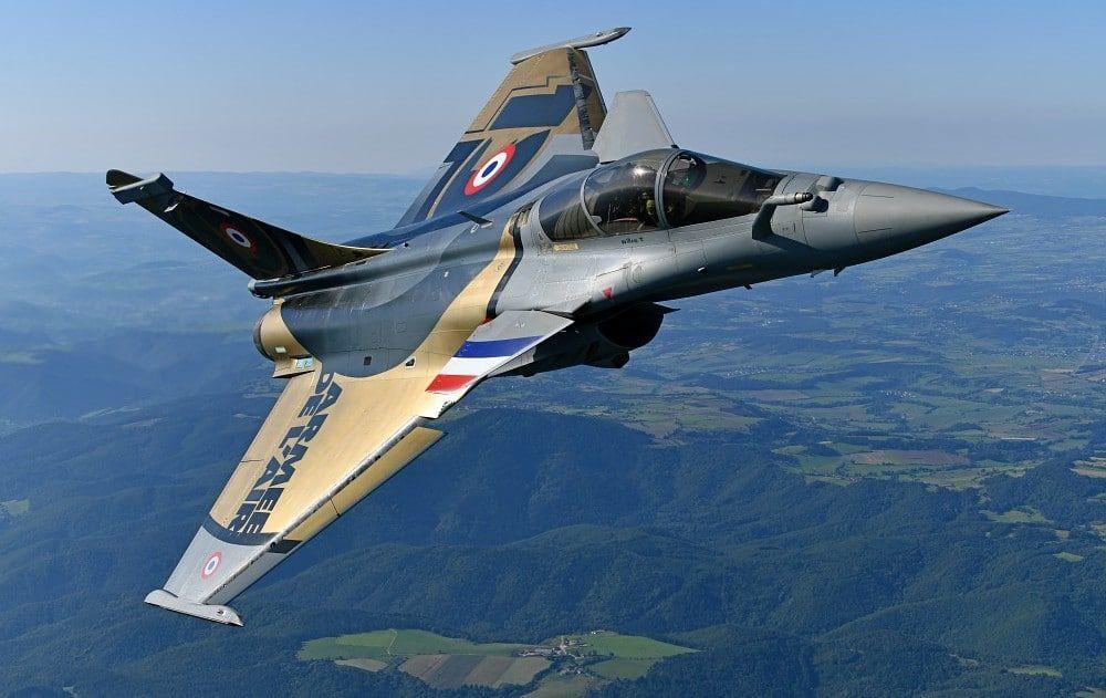 Dassault Porté Par Le Rafale Aerobuzz Avion De Chasse Rafale Avion Militaire