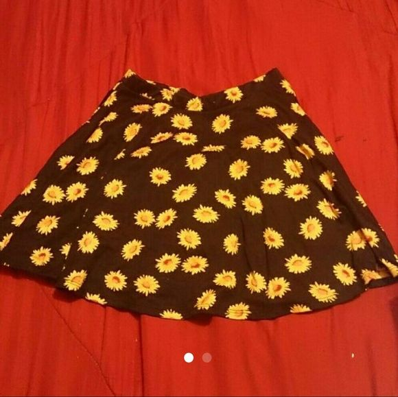 Sunflower Skater Skirt Super cute but it fits too small now Skirts Circle & Skater
