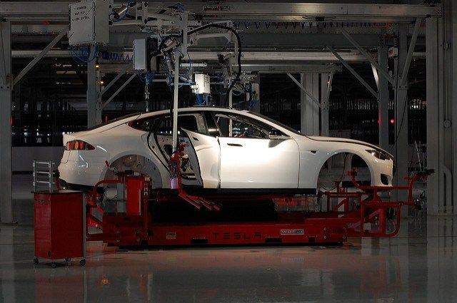 After Promising A 180 In Manufacturing Tesla Looks Poised T Tesla Factory Tesla Tesla Car