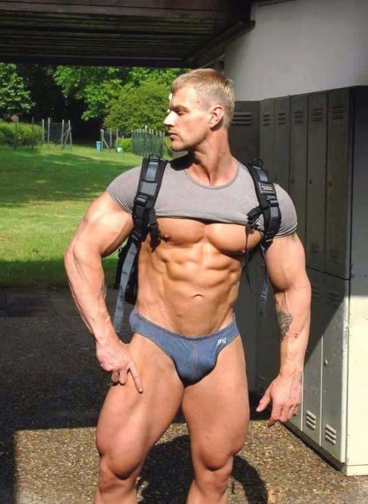 Sexy gay muscley hunks