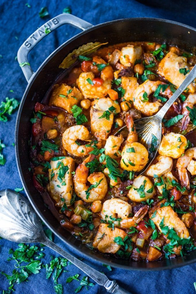 Spanish Seafood Stew with Chorizo and Chickpeas #seafoodstew