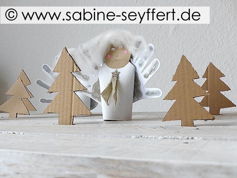 Mit Kindern für Weihnachten basteln: Weihnachtsengel aus Klorolle, Handabdruck …