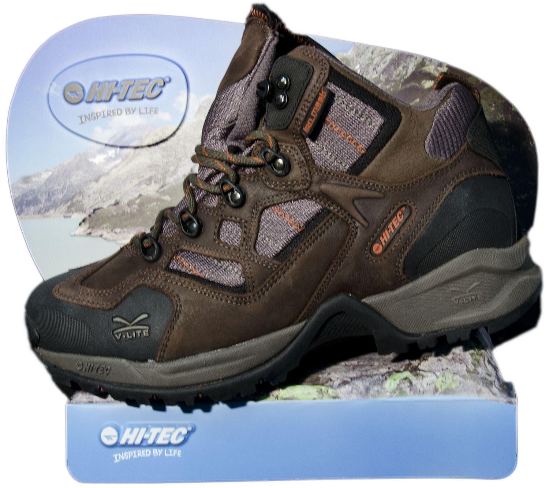 Double B. Schuh-Display aus Relief HI-TEC Emotionales Display für Wanderschuhe mit Steinimitation aus Relief.