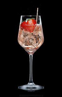 5 richtig coole Alternativen zum ewigen Hugo oder Aperol Spritz für die nächste Gartenparty - zum Beispiel Lecker Fruchtig Lillet